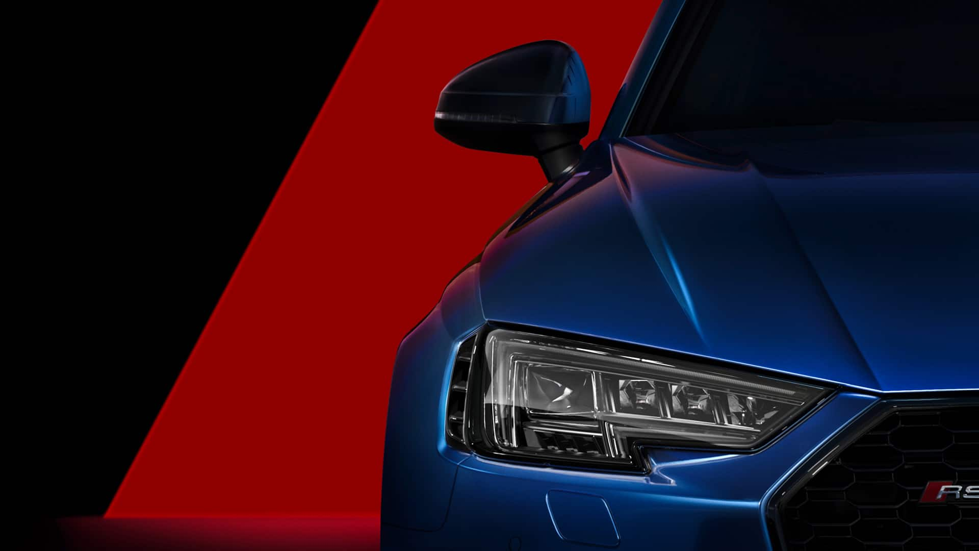 The optional Audi Matrix LED headlights with dynamic flashing lights attest to the power of the Audi RS 4 Avant.